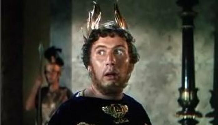 Hollywood har hjulpet til med å befeste fortellingen om den grusomme keiser Nero. Her spilt av Peter Ustinov i filmen «Quo Vadis». Filmen bygger på den kristne polske forfatteren og Nobels litteraturpris-vinneren Henryk Sienkiewicz sin bestselger-roman fra 1895 med samme navn.