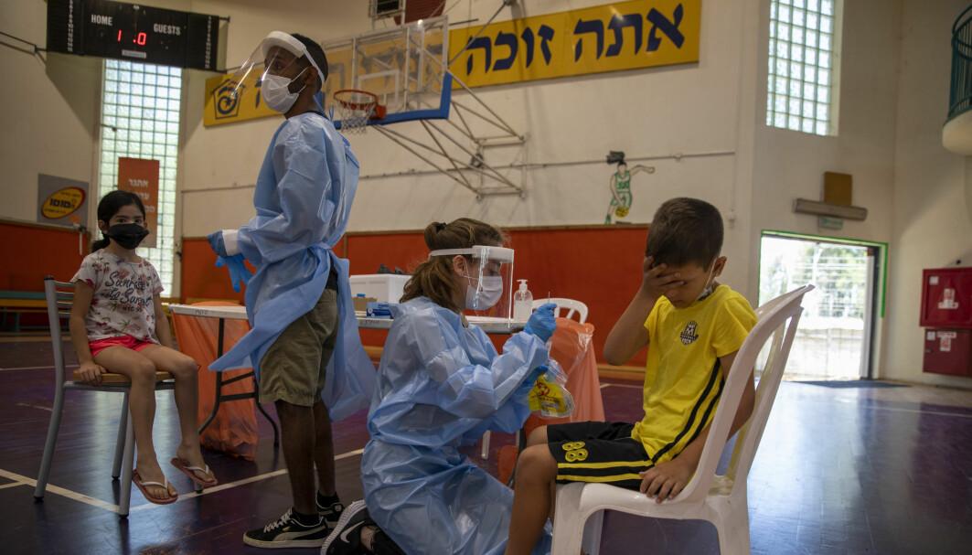 Israel vaksinerer sin befolkning i høyt tempo, men stadig flere vaksinerte blir smittet av deltavarianten, dog uten å bli alvorlig syke.