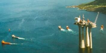 """""""Troll A er den største menneskeskapte konstruksjonen som noen gang er blitt flyttet. Ti av verdens mest avanserte slepebåter brukte en uke på å flytte plattformen de 80 kilometrene ut til oljefeltet. Med et styringssystem som samarbeidet, ville ferden v ært programmert forhånd. Og de ti båtene ville jobbet sammen, i stedet for en og en. (Foto: Statoil)"""""""