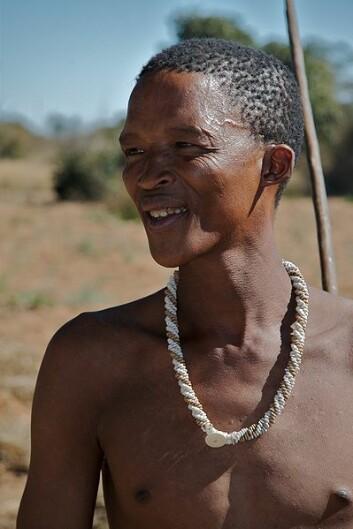 En buskmann, fra San-stammen i Namibia (Foto: Ian Beatty/Wikimedia Creative Commons)