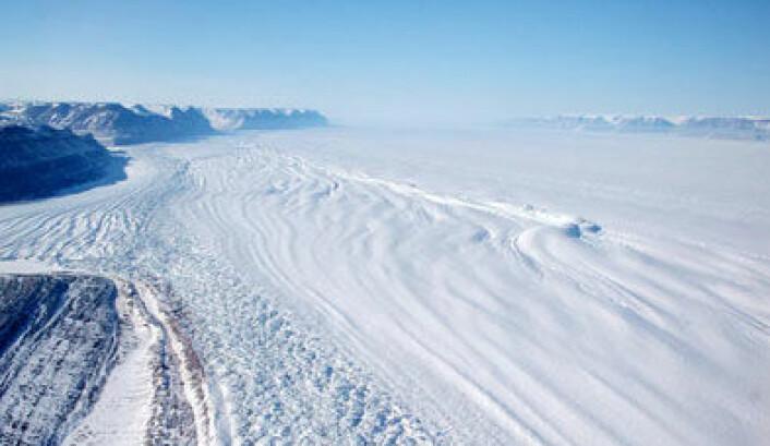 Også i år er det lite is i Polhavet. Vil rekorden fra i fjor bli slått? Dette bildet er fra isen på Grønland. (Foto:NASA/JPL)