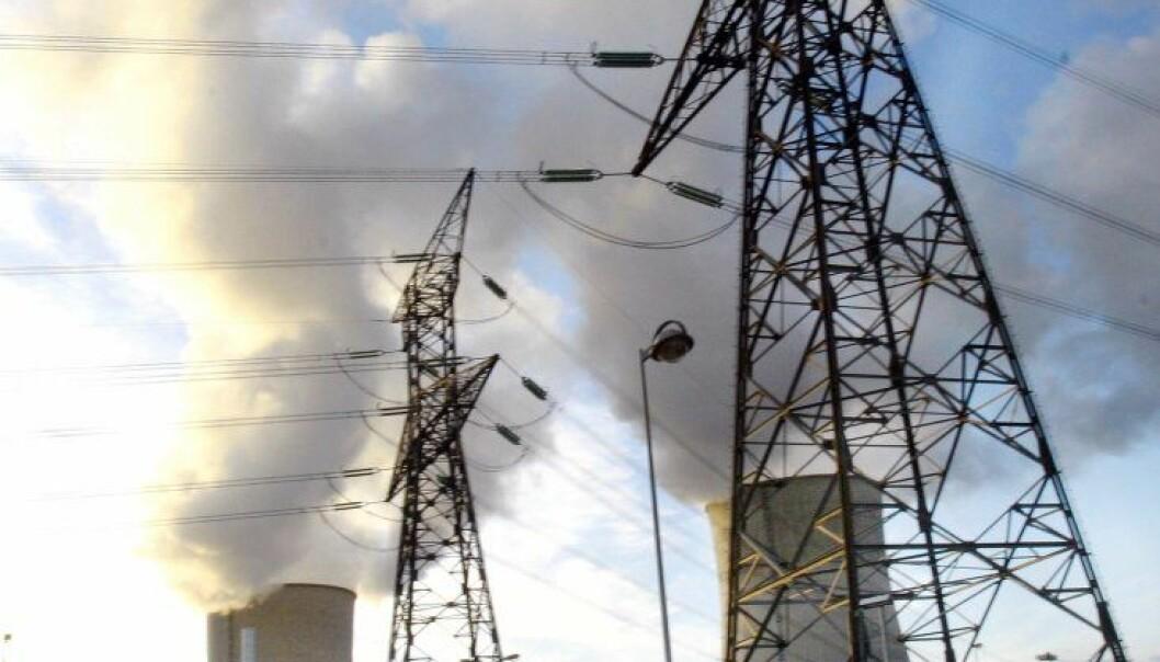 Kraftmaster og skorsteiner atomkraftverk kjernekraftverk varmekraftverk (Colourbox)