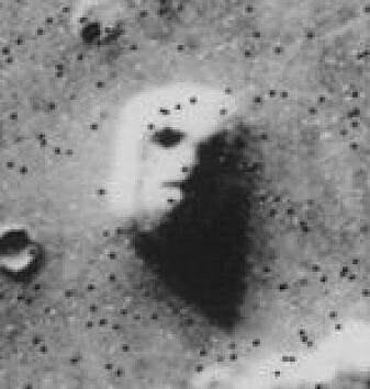 Det to kilometer store «ansiktet på Mars». Bildet fra Viking 1-sonden i 1976 er et klassisk eksempel på pareidoli som har utviklet seg videre til konspirasjonsteorier.