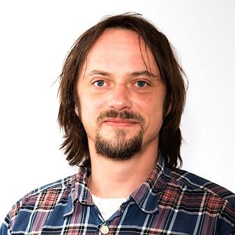 """Morten Odden er småviltforsker, har spilt <span class=""""italic"""" data-lab-italic_desktop=""""italic"""">Red Dead Redemption 2</span> og peker på at virkelighetens rødrever ikke angriper mennesker."""