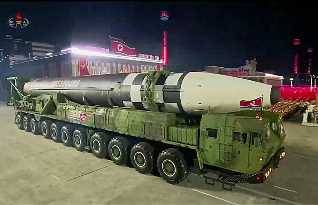 Nord-Korea viste for noen måneder siden fram det de hevder er en nyutviklet atomrakett. Nabolandet Sør-Korea er i ferd med å gjøre noe ingen har gjort tidligere: De utvikler et konvensjonelt høyteknologisk forsvar som i løpet av minutter skal kunne ødelegge et annet lands atomvåpen.
