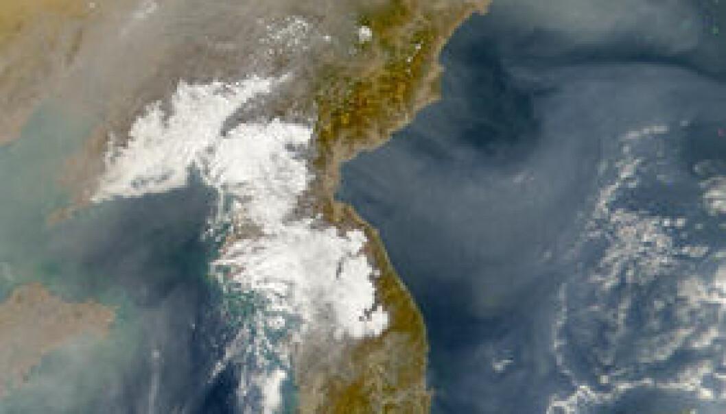 """""""Korea og havet utenfor Japan blir utydelig under et teppe av forurensning. Bildet er tatt av NASAs SeaWiFS, 23. November 2001."""""""
