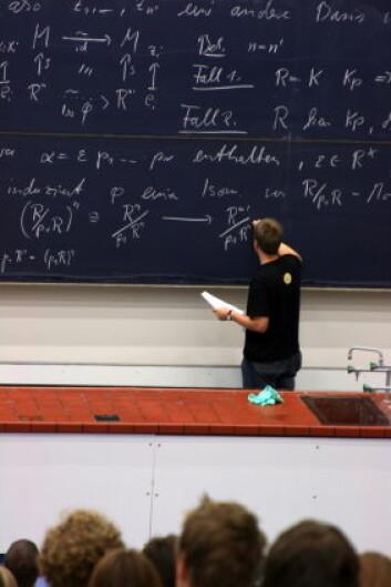 """""""I Norge er det vanlig at professorer har halvparten av arbeidstiden sin disponert til forskning. (Illustrasjonsfoto: iStockphoto)"""""""