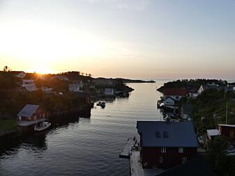 Sprekkesoner i berggrunnen danner de beste havnene på Vestlandet – bildet er fra fiskeværet Sveggen på Averøy.