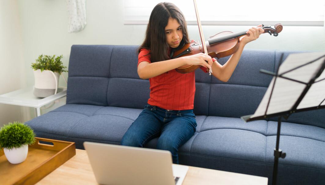 Musikkundervisning én til én er en av de løsningene som faktisk har fungert godt når alt har vært tvunget over på skjermen.