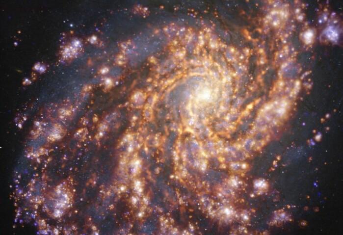 NGC 4254 er en spiralgalakse som ligger 45 millioner lysår fra jorden.