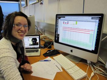Lillian Smestad på sin første vakt i Atlas Distributed Computing. Godt å ha veileder, professor Alex Reed, på videolink hjemmefra. (Foto: Maiken Pedersen)