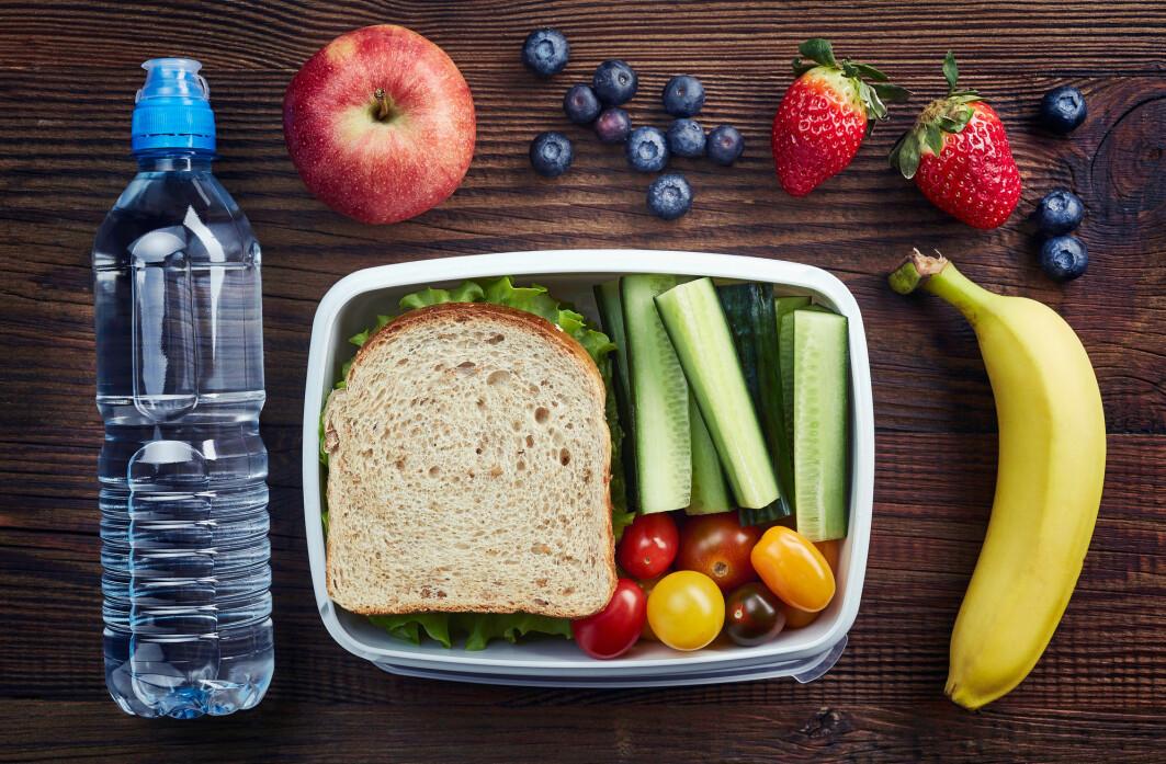 Mange barn har med frukt og grønnsaker i matpakka. Men blir de spist?