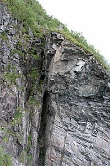 """""""Ustabil fjellhammer i Tafjord. Blokka er omtrent 40 meter bred og 100-200 meter høy."""""""