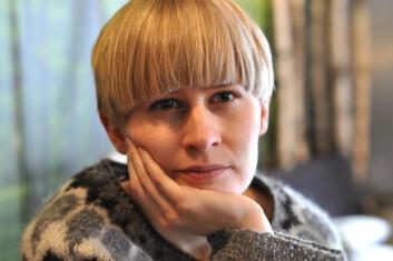 Jenny Hval er litteraturviter, popartist og forfatter. (Foto: Ellen Engelstad)