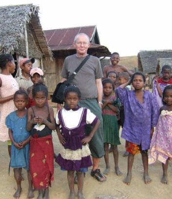 Øystein Jensen under eit forskingsopphald i byen Andemaka på Madagaskar for å intervjue høvdingar om kva dei tenkjer om turisme. (Foto: Privat)