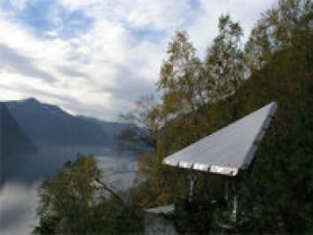 """Radarreflektor utplassert i fjellsida ved Åknes."""