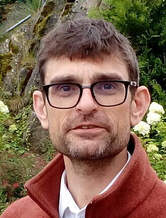 Håkon Dahle forklarer hvordan større dyr trenger mer effektiv oksygentransport.