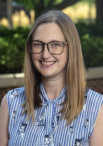 Stephanie Olson studerer liv og miljø på jorden med tanke på å hjelpe letingen etter liv andre steder i universet.