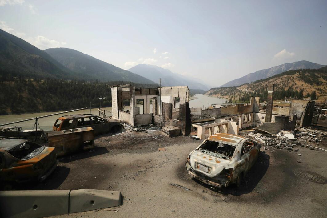 Ødelagte biler og bygninger i landsbyen Lytton, der den canadiske varmerekorden ble knust i slutten av juni. Landsbyen ble rasert av en skogbrann dagen etter at temperaturen steg til 49,6 grader.
