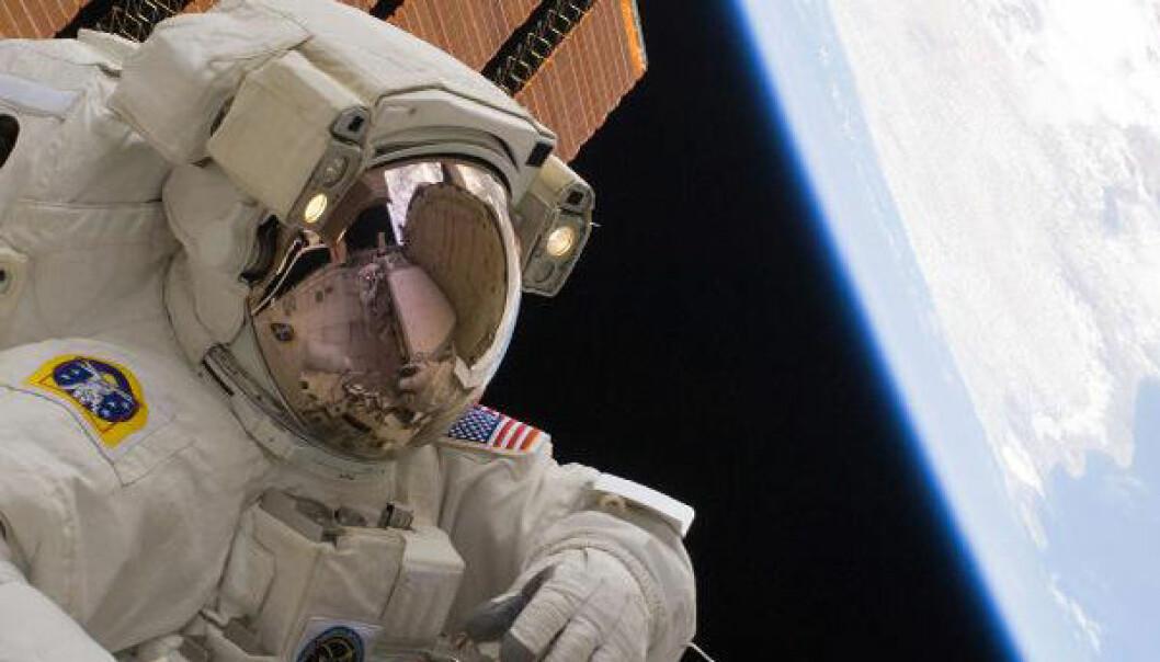 Astronaut Rick Mastracchio på sin tredje arbeidsøkt utenfor Den internasjonale romstasjonen 13. april 2010. (Foto: NASA)