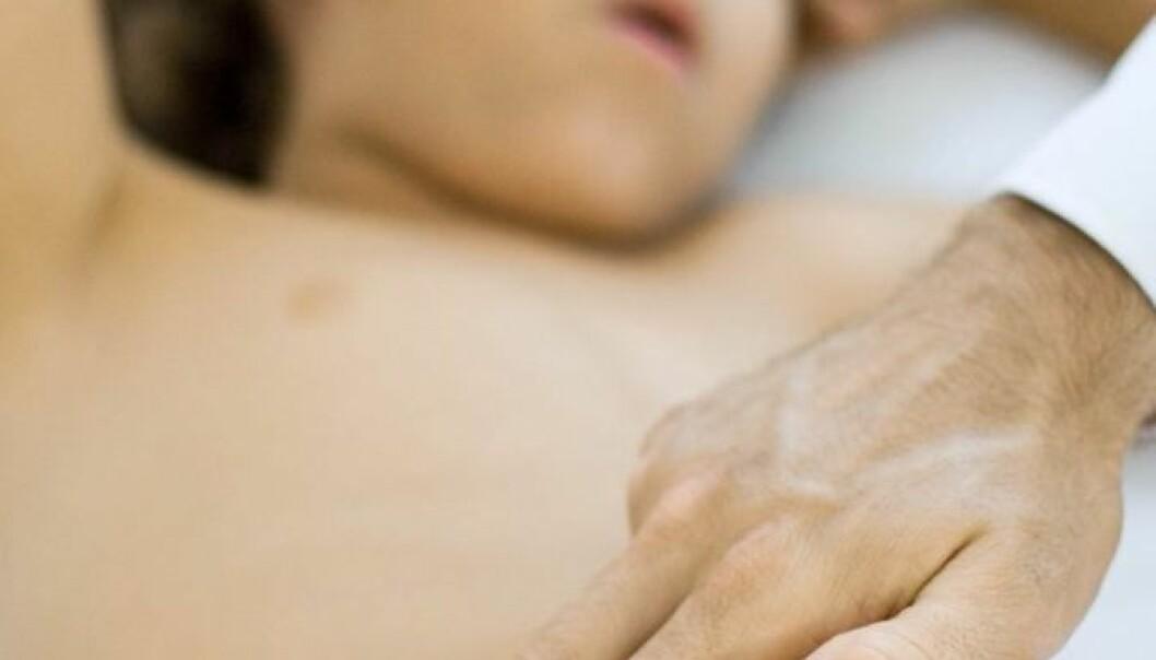 Magesmerter hos barn og unge kan relateres til foreldrenes angst og depressive symptomer. (Foto: www.colourbox.no)