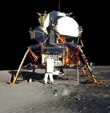 Buzz Aldrin foran det første bemannede fartøyet som landet på månen, nemlig Apollo 11 Lunar Module. (Foto: NASA)