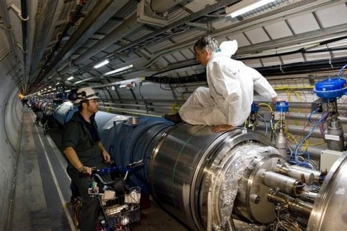 """""""Partikkelakseleratoren LHC ligger på grensen mellom Frankrike og Sveits og målet med eksperimentet er å gjenskape forholdene som fantes rett etter universets begynnelse. (Foto: CERN)"""""""