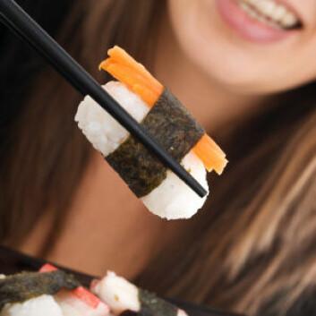Sushi er ikke bare rikt på sunne næringsstoffer – det inneholder også store mengder kvikksølv, som blant annet gjemmer seg i tunfisker og reker. (Foto: iStockphoto)