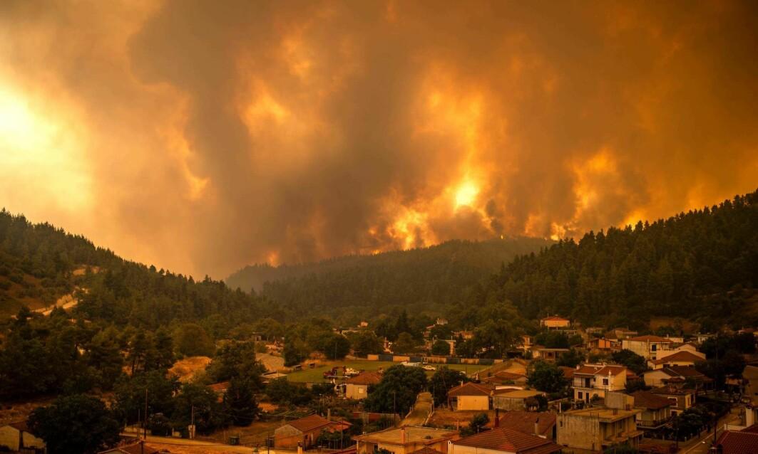 FNs klimapanel (IPCC) mener den menneskeskapte globale oppvarmingen har økt skogbrannfaren. Bildet er fra brannen som nå raser på den greske øya Evvia.