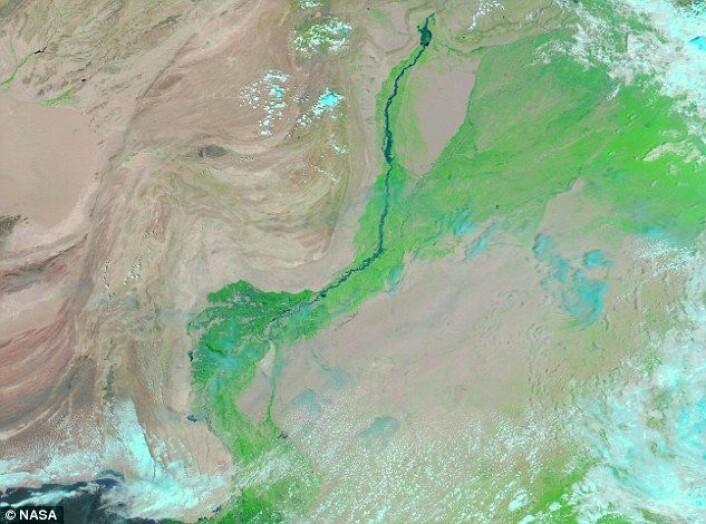 Satelittfoto tatt over Pakistan for et år siden, 14 august 2009. (Foto: Nasa)