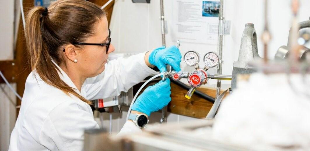 Ved hjelp av en metode kalt CCMS kan forskerne trekke ut CO₂ fra en rekke gasser som kraftproduksjon og industri slipper ut.