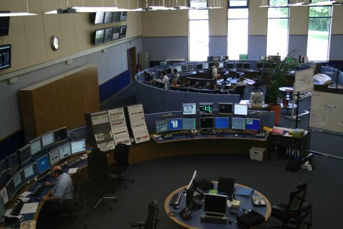 Det var CERN som fant opp World Wide Web. Nå er det World Wide LHC Computing Grid (WLCG) som bringer verden fremover. Her fra et av CERNs kontrollrom.  Foto Ingvil Bjørnæs