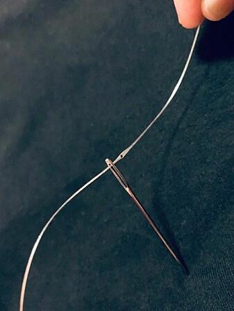 De intelligente fibrene er så tynne og bøyelige at de kan tres gjennom et nåløye.
