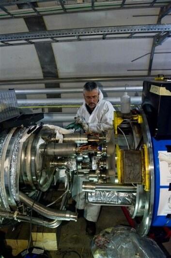 """""""Etter omfattende reparasjoner er planen at LHC skal startes opp igjen i andre halvdel av november. (Foto: CERN)"""""""
