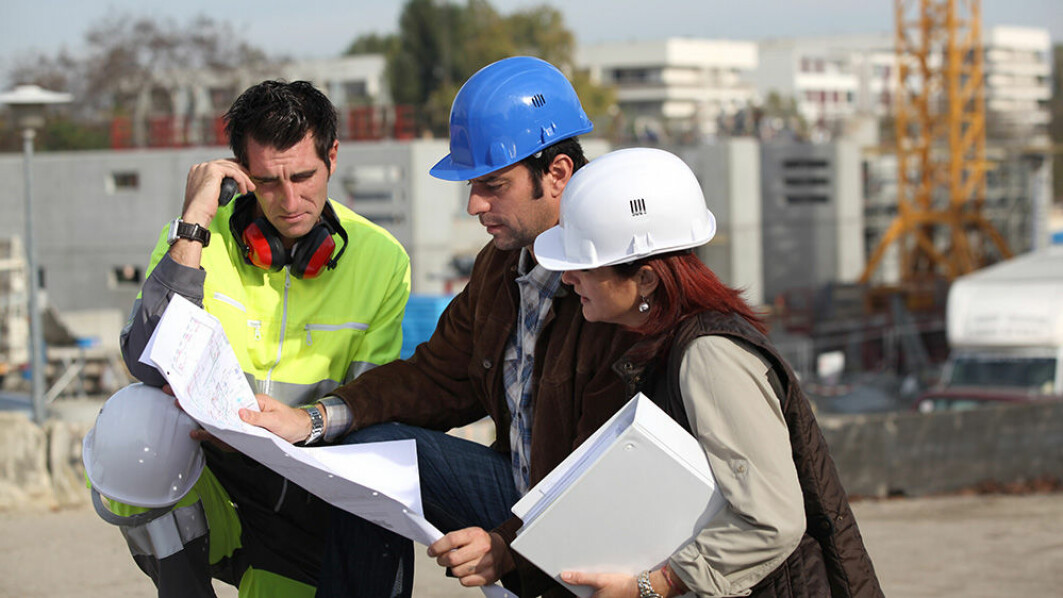 Construction sites are often international workplaces. In Norway, the working language is Norwegian, and Poles who speak Norwegian well can gain a higher status and even serve as interpreters.