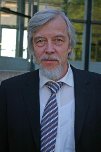 """""""Rolf Dieter-Heuer minner om at det å reparere verdens største partikkelakselerator er en komplisert affære. (Foto: Bjørnar Kjensli)"""""""
