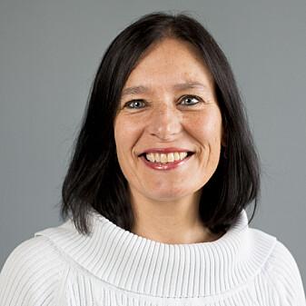 Professor Åsa Frostegård forskar på korleis bakteriane og vekstane passar saman.