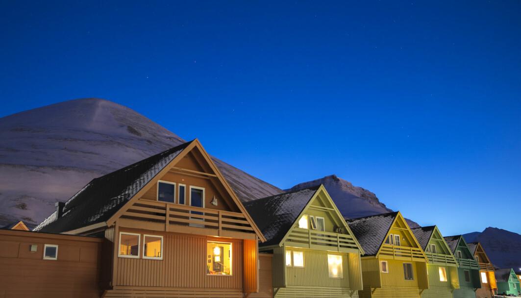 Hvilke tiltak må til dersom vi skal holde Svalbard - og verden - kjøligst mulig? Det må endring til hos den enkelte, men aller mest fra politisk hold, sier norsk forsker.