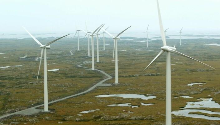 Hvorfor skal vi bygge vindkraft i Norge når vi har så mye kraft fra før? Dette er kanskje det vanligste spørsmålet mange nordmenn stiller seg. Disse vindmøllene står på Smøla i Møre og Romsdal.