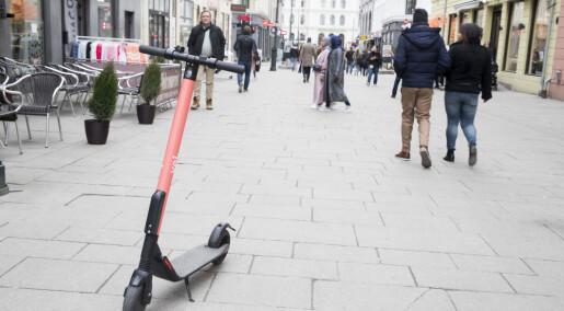 Forskere om elsparkesyklene:Nå må politikerne ta styringen