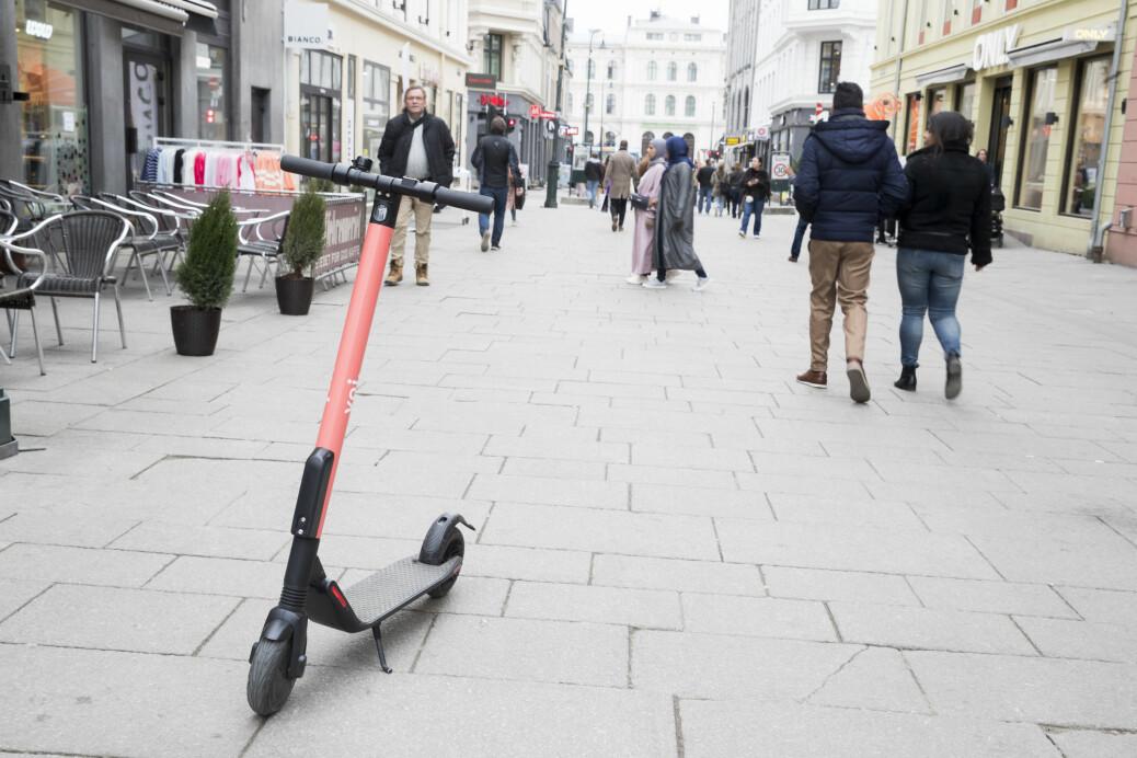Forskere om elsparkesyklene: Nå må politikerne ta styringen