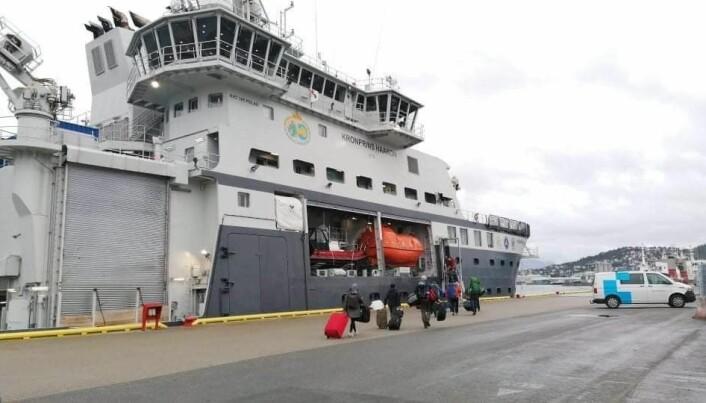 35 forskere på vei om bord FF Kronprins Haakon i Tromsø.