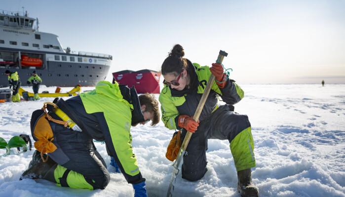 Arbeid på isen i dag.