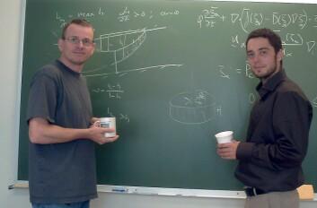 Helge Dahle (t.v.) og Jan Nordbotten utvikler en ny matematisk modell for  transport av CO2.