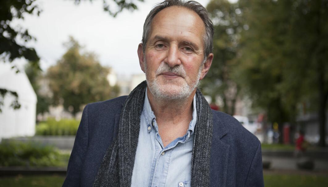 Jon Michelet under Oslo bokfestival i 2014, der han pratet om «En sjøens helt». Ifølge en litteraturprofessor har bøkene en problematisk kjønnsprofil. Nå tar forlaget til motmæle.