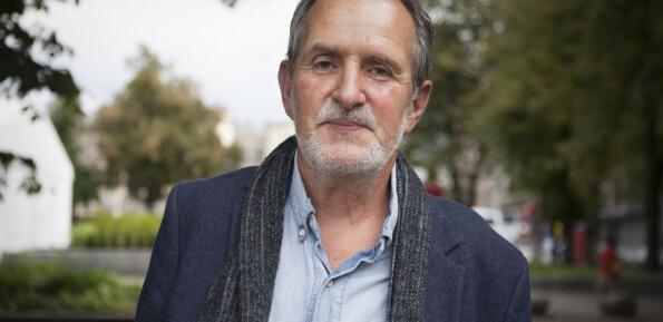 Forlagsredaktør om at krigsseiler-romaner skal være sexistiske: – Jon Michelet var feminist!