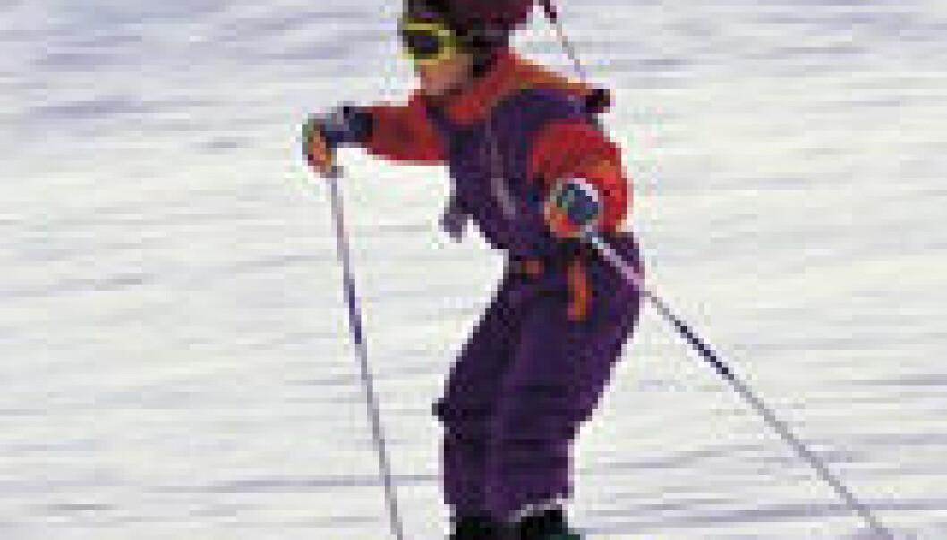 """""""Det er fortsatt mange barn som ikke bruker hjelm når de står på ski, selv om seks av ti hodeskader kan unngås med hjelm."""""""