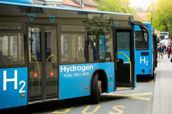 Hydrogen buses are a common sight in several places in the world. But hydrogen production is often not environmentally friendly.