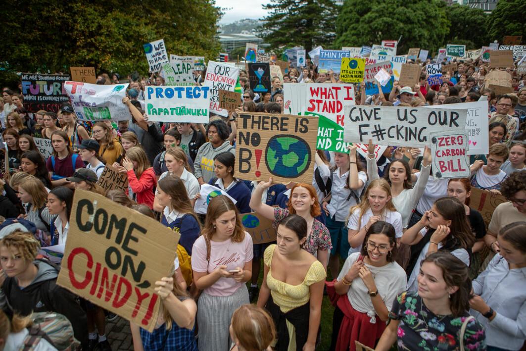 Tusenvis av streikende skoleelever i Wellington, New Zealand.