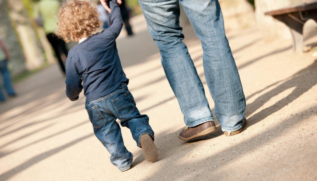 Koronanedstengningen ga betydelig økt stressnivå blant foreldre, men førte ikke til dårligere psykisk helse blant foreldrene, viser en studie fra FHI.